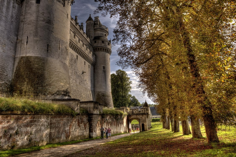 Picardie-Aisne-Pierrefonds-chateau-alle.jpg